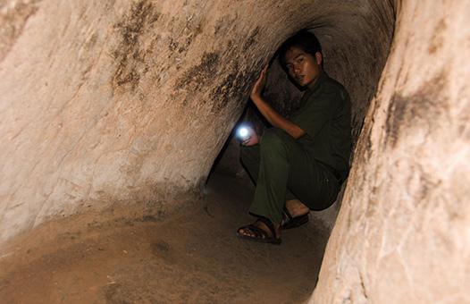 Vietnam Bike Tours Chu Chi_0004_CuChi-Tunnels
